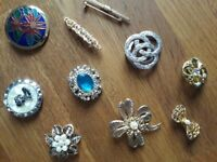 Assorted Costume jewellery brooches