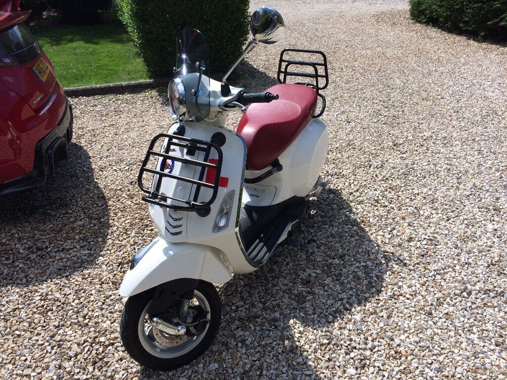 vespa primavera 50 2t white in reading berkshire gumtree. Black Bedroom Furniture Sets. Home Design Ideas