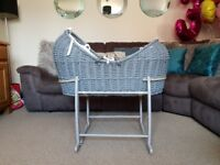 Clair de Lune Grey Noah Pod with White Marshmallow Lining. Excellent condition and hardly used !!