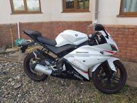 Yamaha YZF R125 Motorcycle white