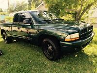 I m selling my 1998 Dodge Dakota with 187,000 km. $1850 OBO