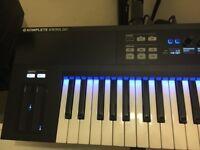 Immaculate Komplete Kontrol 61 Keyboard