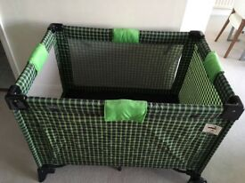 Travel cot / playpen
