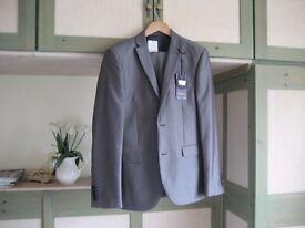 Grey mens suit New never worn 38 chest 32 waist ideal for wedding/graduation/prom/interview.