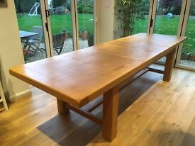 Beautiful, huge extending oak dining table. As new. Sits up to 12-14 people.
