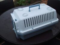 CAT / DOG CARRIER BOX