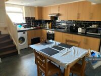 4 bedroom house in Addington Road, Reading, RG1 (4 bed) (#890272)