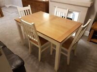 Extendable table and four chairs,