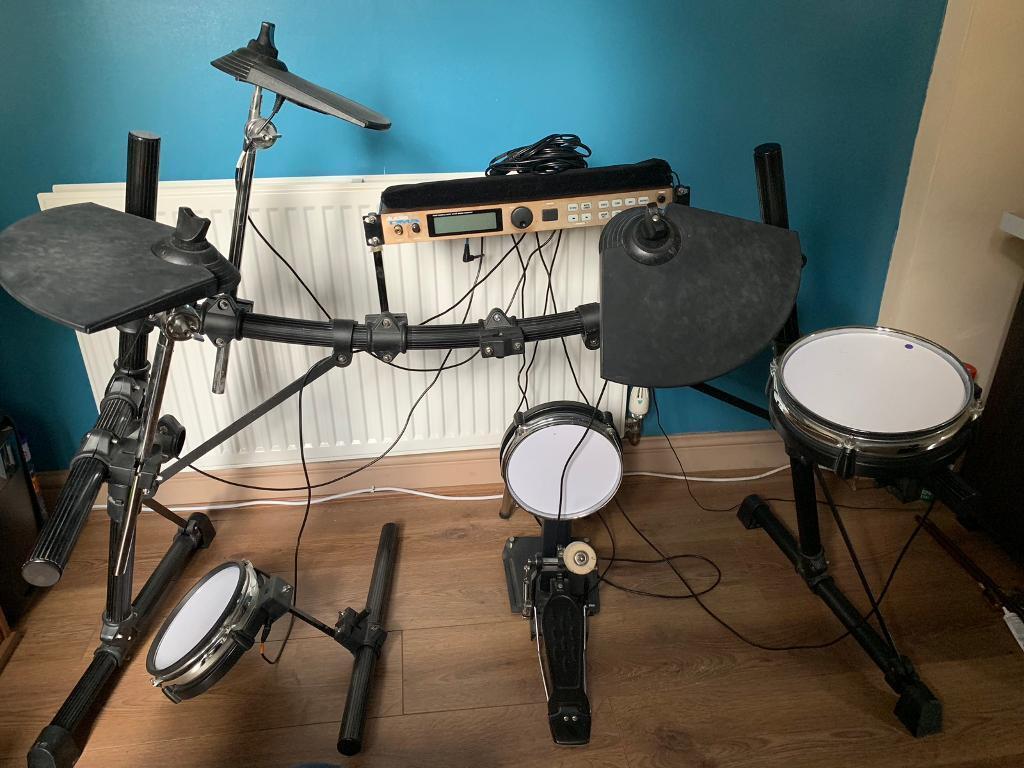 b576698e3840 Alesis DM5 Drum Kit