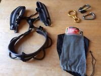 Singing Rock ladies climbing harness in great condition with free carabiners