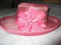 VIYELLA LADIES PINK HAT, FOR WEDDING OR OTHER FORMAL OCCASIONS - WITH VIYELLA HAT BOX.