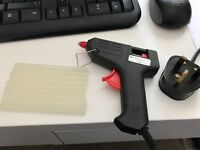 Am-tech hot glue gun with a few glue sticks