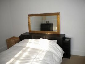 Comfortable large room plus services in quiet house near Retford town centre for rent.