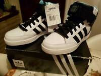 Adidas Boys UK size 7 Varial Mid Trainers New