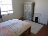 Large, bright double room in the heart of Montpelier
