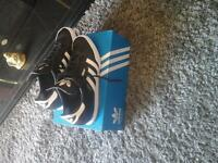 ADIDAS SAMBA TRAINERS SIZE 11 (ONE WEEK OLD)WORN TWICE.