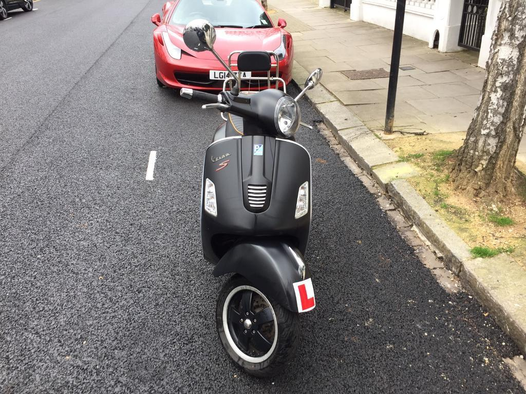 piaggio vespa gts super sport 125 in notting hill. Black Bedroom Furniture Sets. Home Design Ideas
