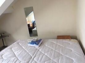 *November is rent free* Double Room Available