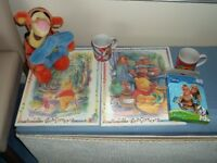 SELECTION OF DISNEY ITEMS INCLUDING TIGGER PHOTO HOLDER, MUGS, PLAQUES