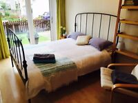 Private double room with king size bed and garden access - FESTIVAL LET