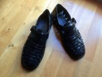 Black leather men's sandals - size 7.5