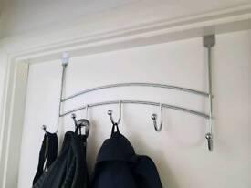 2x Metal door hangers