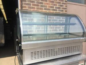 Refrigerated counter top show case