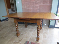 Antique/vintage oak draw-leaf extending dining table.