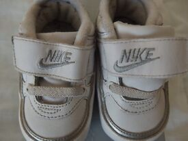 Nike infant size 3.5 trainners