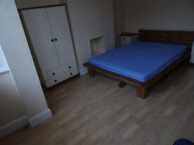 Beautiful newly decorated 4 bedroom apartment-Shepherds Bush-1 min to tube