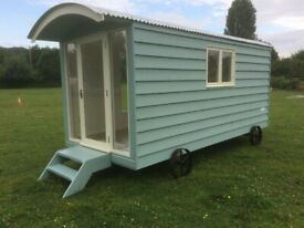 Modern Shepherds hut Glamping fully insulated ( walls, roof and under the floor )