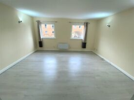 Fully Renovated 4 Bedrooms Town House with Double Parking, Gym and Swimming Pool in Canary Wharf