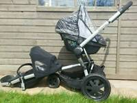 Quinny in black with maxi cossi peble car seat bag,raincover! All in working order!good condition!