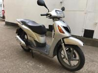 2003 Honda Sh 125cc learner scooter 125 cc SPARES OR REPAIRS.