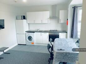 1 bedroom flat in Southampton Street, Reading, RG1 (1 bed) (#1037560)