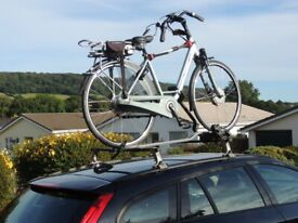 Thule Aluminium wedge roof bar system and Volvo bike carrier. Also Thule roof rack bars.