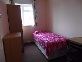Short let single room available in Stepney Green station. £120pw all incl
