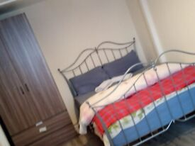 CLEAN DOUBLE ROOM IN BECKTON, E6 5QG FOR £630PCM..AVAILABLE NOW !