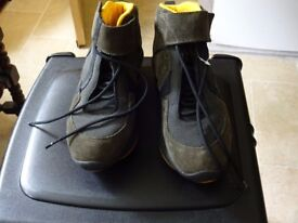 APOS THERAPHY BOOTS - SIZE 6/EU 39