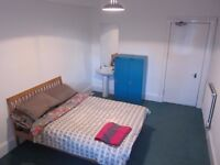 Double Room in Excellent Location - Views of the Castle, bills included, weekly cleaner