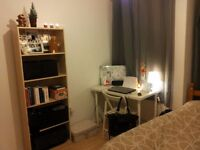 Fantastic Double Room - PRICE REDUCTION for limited time - 10 min walk Canary Wharf - Bills Included