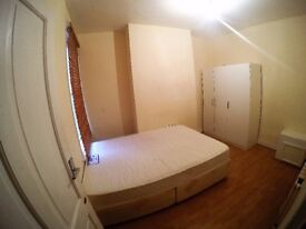 1 double bed in a short walk to Tooting Broadway Station