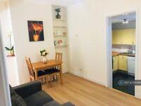 1 bedroom flat in Walpole Road, London, SW19 (1 bed) (#1043966)