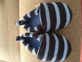 Jojo Maman Bebe knitted slippers 12-18mo (size 5) Navy Blue Stripe