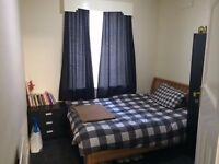 Double room available to rent in Heaton !!