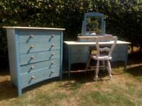 5 draw chest with dresser and chair