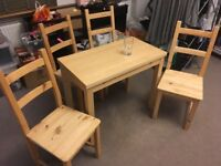 Kitchen table and 4 chairs - excellent condition