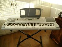 Yamaha 'Grand Piano' DGX220 Keyboard