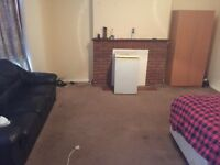 DOUBLE ROOM TO LET ON PEMBROOK ROAD SEVEN KINGS