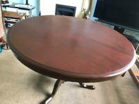 Solid Oak Round Table and 4 Chairs H28.5/72cm Dia 42/107cm Very Good condition R530 COLLECTION ONLY